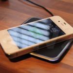 素敵すぎる!iPhone4Sをワイヤレス充電している動画。