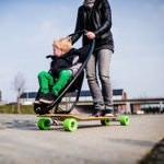 ロングボードとベビーカーを組み合わせた「long board stroller」