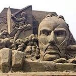 江の島に「進撃の巨人」の超大型巨人が出現!クオリティがヤバい!