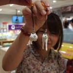 【速報】パズドラ無課金ユーザーの@spring_maoがAppBank Store 新宿で課金ガチャを回す瞬間を撮影に成功!