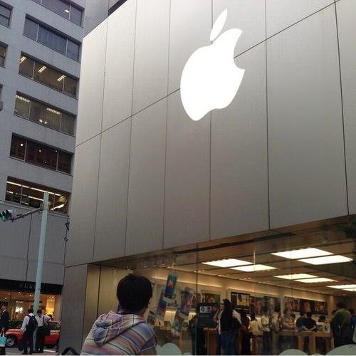 iPhone 5s/5c購入のために既にApple Store 銀座に行列ができていると話題