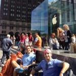 早くもiPhone5S/5C待ちの行列が!NYのApple Store(Fifth Avenue )前でキャンプを開始した人が登場!