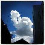 やなせたかし氏の追悼、アンパンマンの形の雲の写真が話題