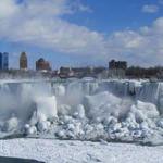 自然って凄い!ナイアガラの滝が凍ってしまった画像が話題