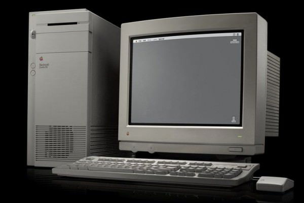 9 Macintosh Quadra 950 1992 600x400