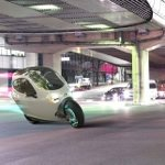 未来がやってきた!自動でバランスを取って絶対に倒れないバイク「Lit Motors C-1」