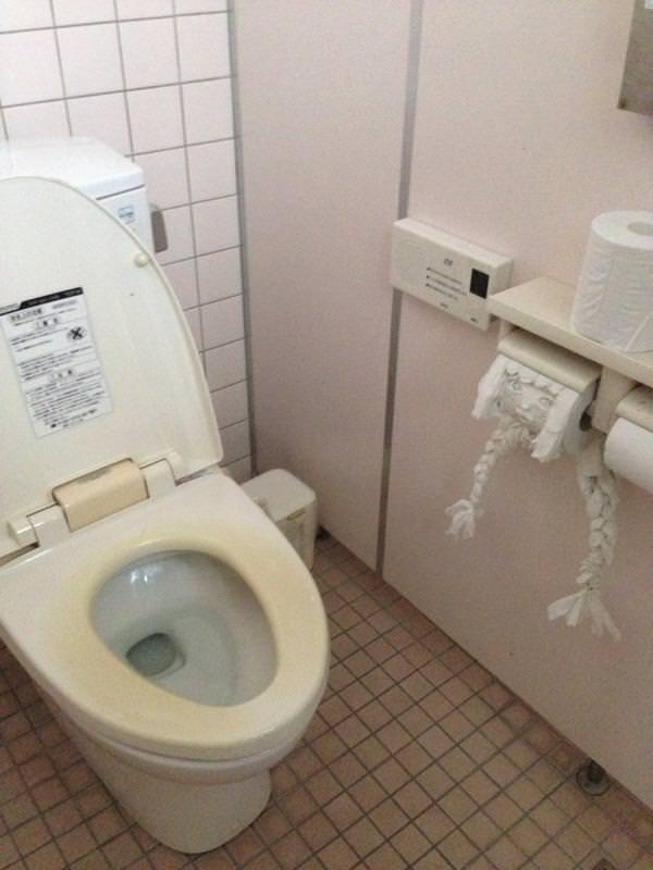 Twitter toilet paper 1