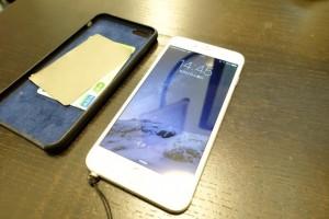 【小技】iPhone 6 PlusとApple純正ケースの組合せならSuicaが入る!
