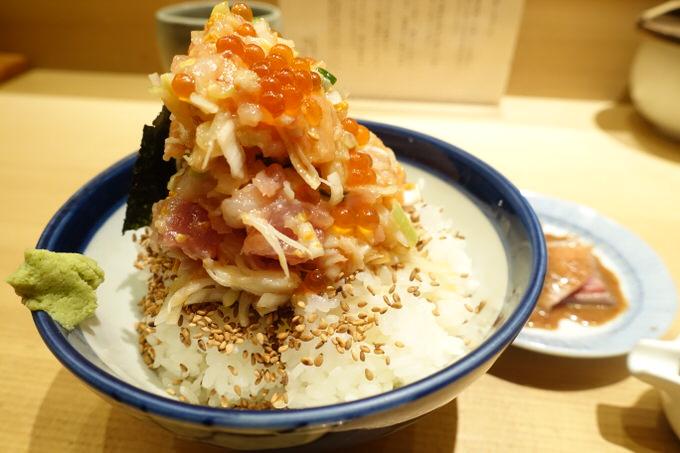 めちゃ旨!ちょっと贅沢な日本橋 海鮮丼「つじ半」は一度でいいから行っておいたほうがいい!