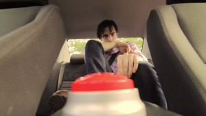 子供の車内放置絶対ダメ!炎天下の車中がどれほど苦しいか実験した動画