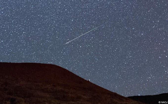 今年のペルセウス座流星群は1時間に30個以上見れる好条件!8/12〜13がピーク!