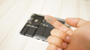 MacBook Proの内部を掃除!1年ちょっとでもファンはかなりホコリだらけ!