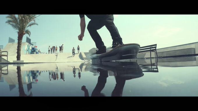 水上も走ってる!レクサスが制作した「ホバーボード」の詳細映像が公開