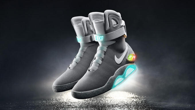 バック・トゥ・ザ・フューチャーに登場したNIKEの自動で靴紐を締める「NIKE MAG」2016年にオークション型式で販売