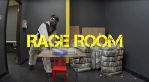 究極のストレス解消法!金属バッドで室内のものを破壊しまくれるサービス「Rage Room」