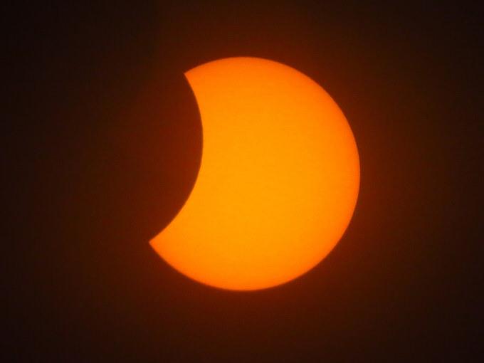 3月9日は日食、日本全国で観測可能!東京では10時12分、福岡は9時56分