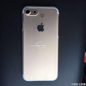 「iPhone 7」本体の写真がリーク、やはりイヤホンジャックはなくなる模様