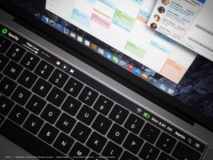 Apple、新型Macを発表するスペシャルイベントを10月27日に開催 ―― 米で複数報道