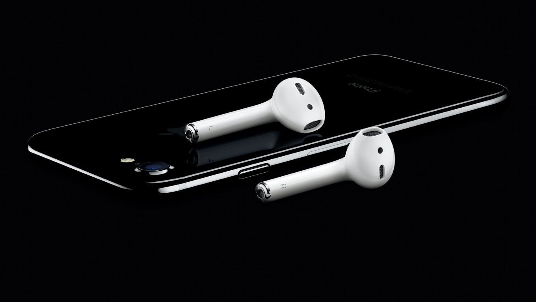 Apple、純正ワイヤレスイヤホン「AirPods」を発売