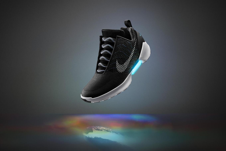 NIKE、自動靴ひも調整スニーカー「HyperAdapt」を750ドルで11月28日発売 ―― 日本での販売は不明