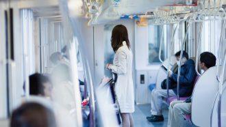【注意】iPhoneで「電車で見ず知らずの人の名前を知る方法」