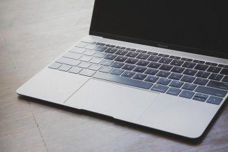 MacBookとMacBook Proのキーボードに不具合、無料修理プログラムを発表
