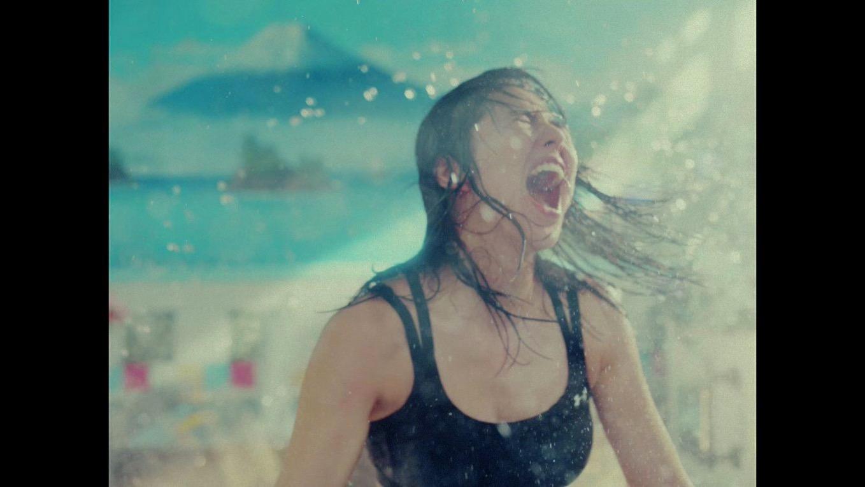 セクシー!? 長澤まさみが白目に変顔、銭湯でキレッキレで踊り狂う動画が話題