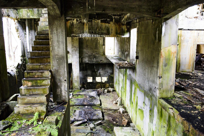 マジか……。「10年以上廃墟の写真を撮影してて居るはずのないものが撮れた」