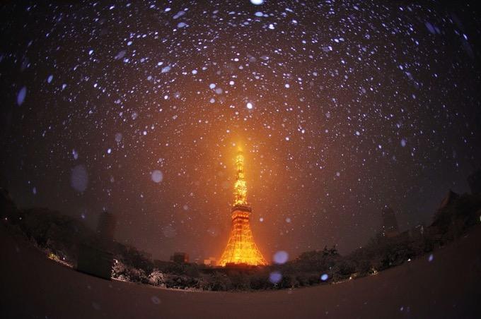 大雪で東京が幻想的に!東京タワーや多摩川、浅草寺など雪化粧の写真がSNSで話題