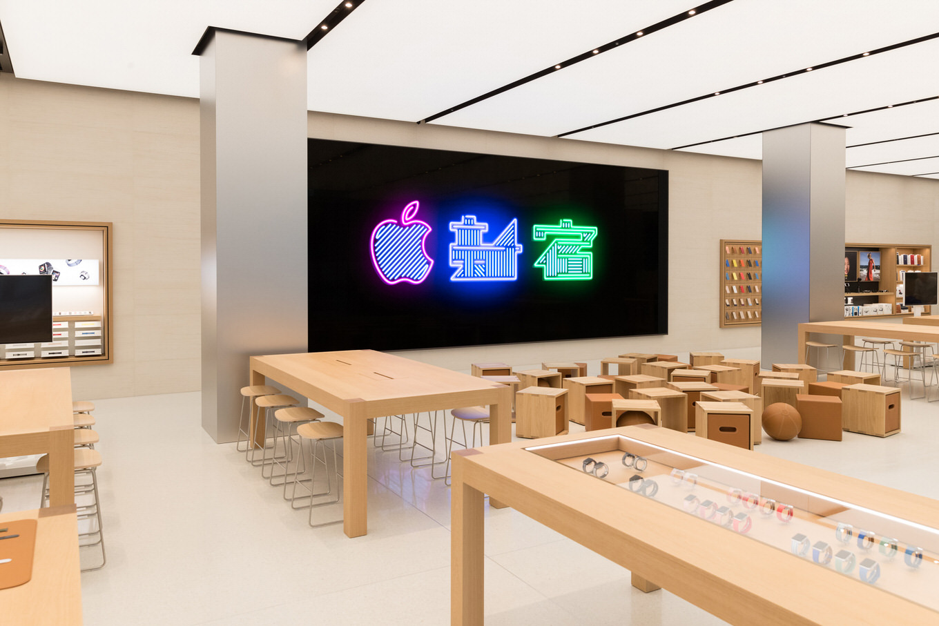 Apple_Store_Interior_Toyko_Shinjuku_04042018