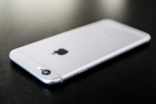 Apple、去年にiPhoneのバッテリー交換をした人に5600円返金