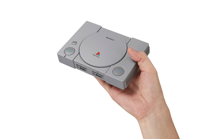 PlayStationClassic_Hand