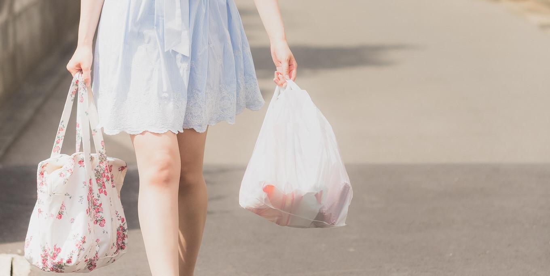 客「卵を袋の下に入れるな」→店員「上に入れると割れますよ?」上派・下派・袋を分ける派など様々な意見