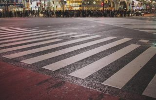 渋谷ハロウィン、今年も酷い「軽トラ横転」「痴漢」「盗撮」などトラブル続出