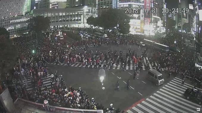 渋谷はハロウィンで大混雑、センター街のビルで火事で一時騒然
