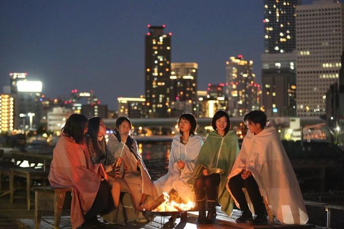 日本で初めて?都会のオフィス街のど真ん中で「焚き火」を楽しめるお店が誕生