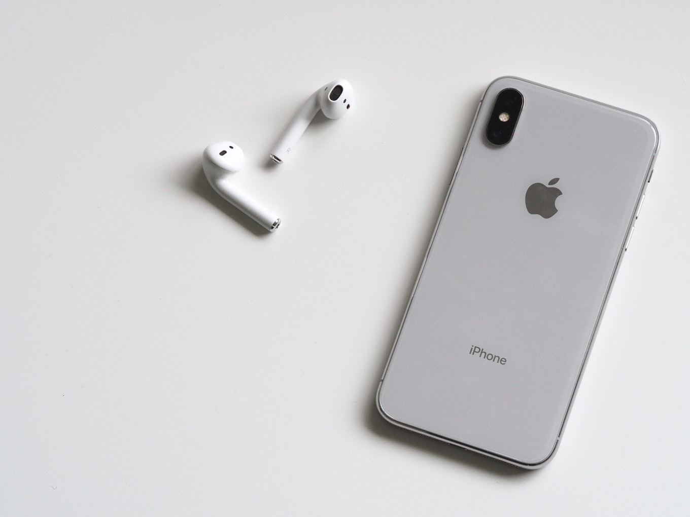airpods-apple-device-cellphone-788946