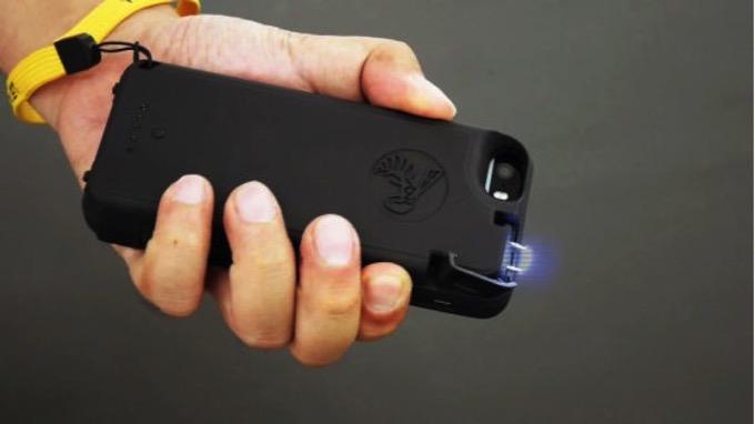 「相手を約2分行動不能にできる」スタンガン付きiPhoneケースが販売開始