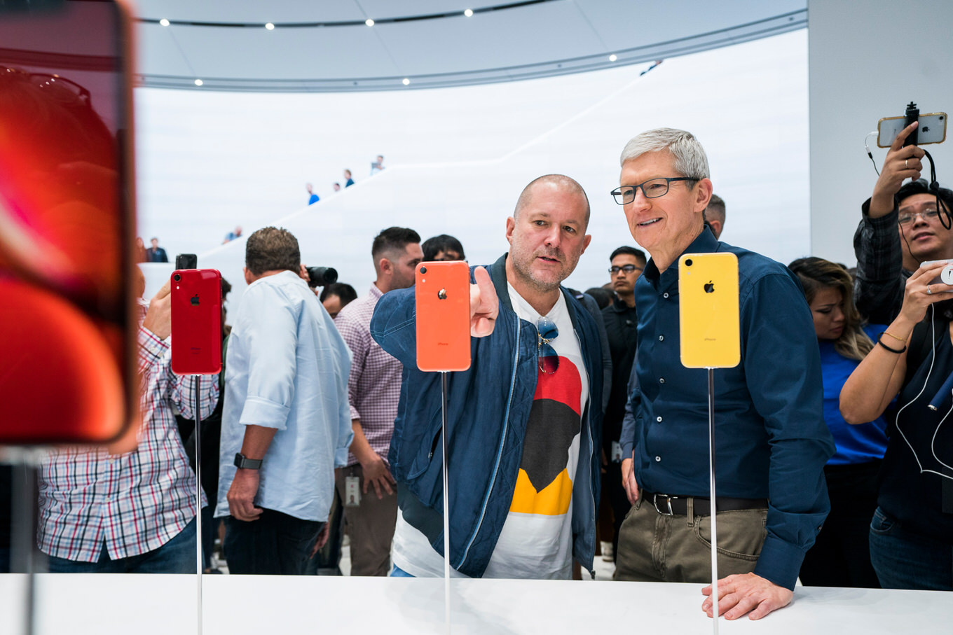 Apple-update-tim-cook-jonathan-ive-062619