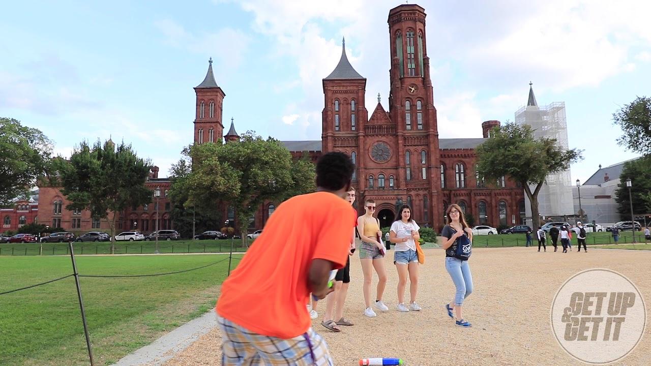「暑い日が続くので水鉄砲を通行人に渡して挑戦してみた」 #WaterGunChallenge が最高に笑顔になる動画と反響
