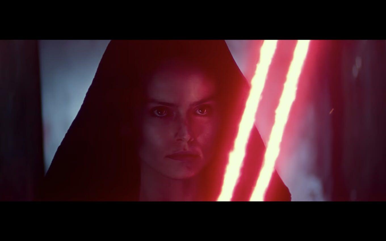 「スター・ウォーズ」最新映像が公開!赤いライトセーバーを手にしたレイの姿、赤い目のC-3POも登場