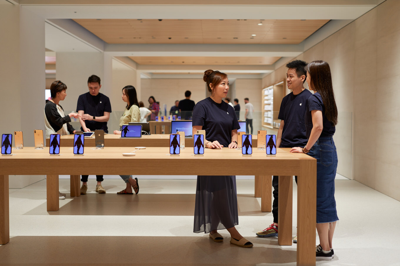 Apple-Marunouchi-opens-saturday-in-Tokyo-team-members-090419