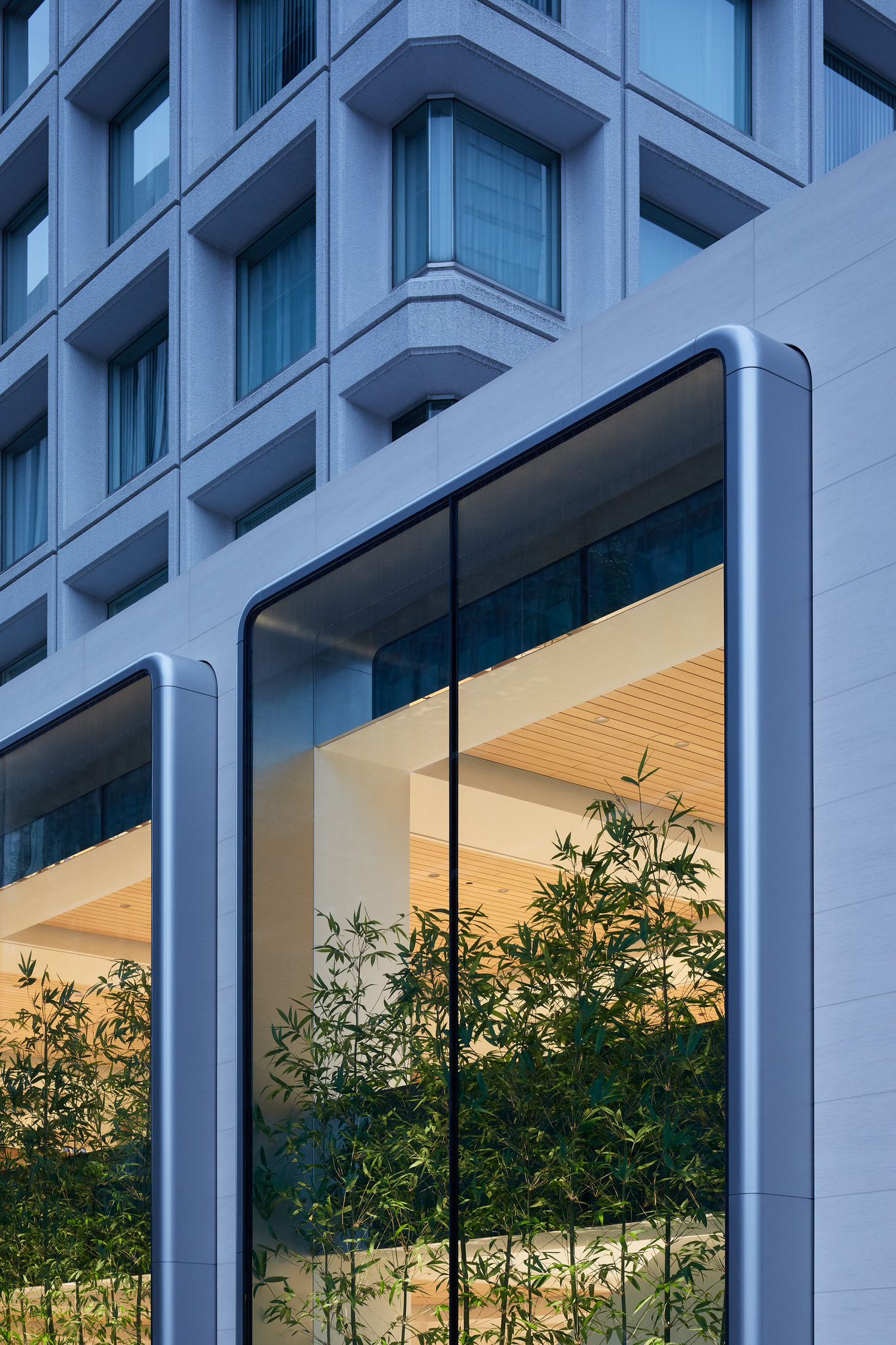 Apple-largest-store-in-Japan-opens-saturday-in-Tokyo-two-story-windows-090419