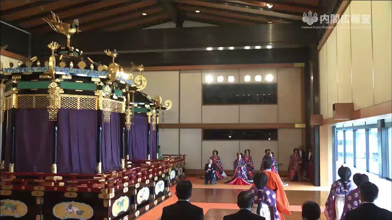 「即位礼正殿の儀」雨がやみ皇居に虹、桜が咲く、富士山が初冠雪 注目されたツイートまとめ