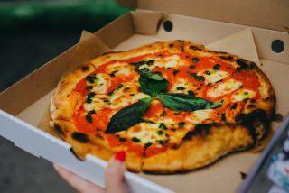 宅配ピザの箱を簡単にコンパクトにして捨てる方法「知らなかった」と驚きの声が続々