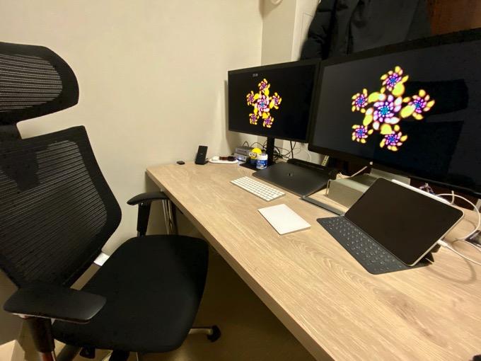 desk-2019-1.JPG