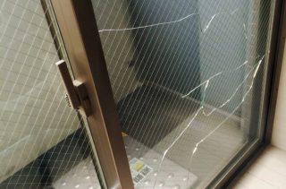 猛烈な暑さで「窓が割れる」事例、窓ガラスの熱割れは急激な温度差に注意