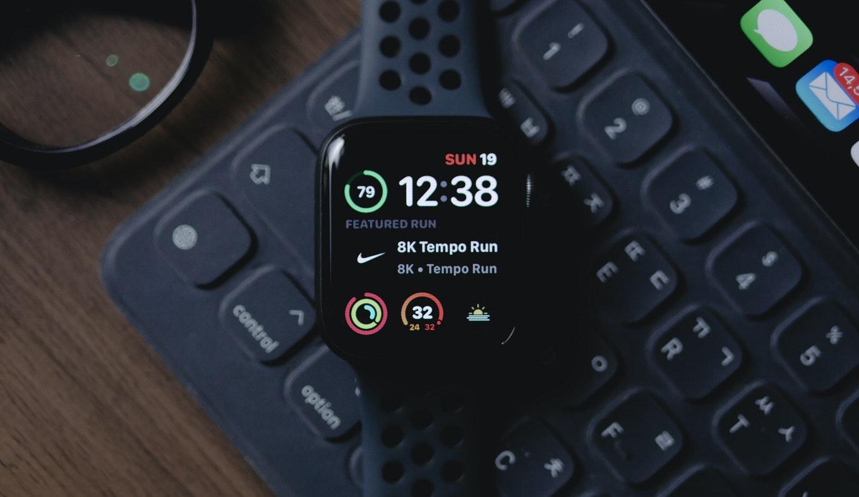 Apple Watchに新色「ブルー」追加か、急速充電に対応する可能性も