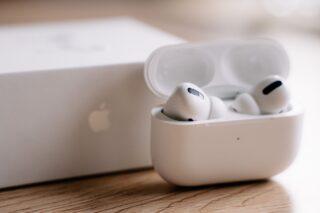 新型「AirPods Pro」「iPhone SE」は4月発売か