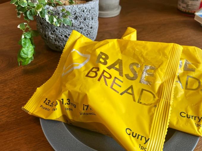 完全食「BASE BREAD」カレーパンを食べてみた。個人的にはアリ